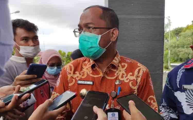 Kepala Dinkes Kalteng, Suyuti Syamsul di halaman VIP Room Bandara Tjilik Riwut Palangka Raya, Kamis, 4 Agustus 2021