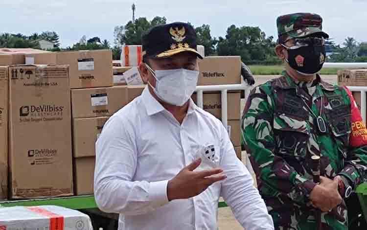 Gubernur Kalteng, Sugianto Sabran di Bandara Tjilik Riwut Palangka Raya, Kamis, 4 Agustus 2021