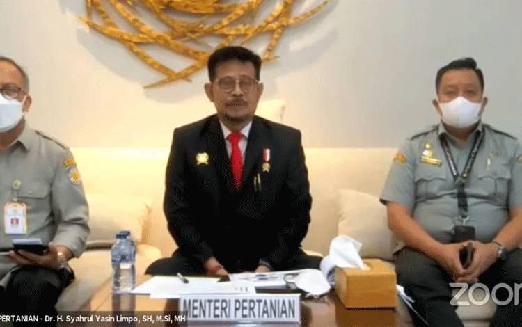 Menteri Pertanian Syahrul Yasin Limpo (tengah) saat memberikan keterangan dalam konferensi pers daring tentang pertumbuhan ekonomi Indonesia triwulan 2 2021. (ANTARA/tangkapan layar)