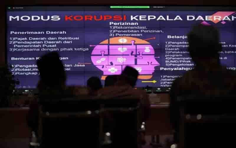 Wali Kota Madiun Maidi bersama jajaran mengikuti Rapat Koordinasi Pencegahan Tindak Pidana Korupsi dengan KPK RI secara virtual dari Gedung GCIO Diskominfo Kota Madiun, Kamis (2/9/2021). (foto : ANTARA/HO-Diskominfo Kota Madiun)