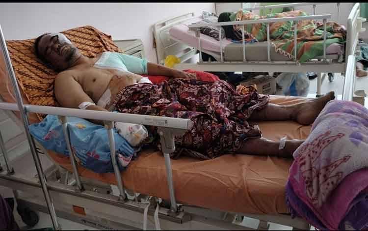Korban serangan buaya di Sungai Ranggau, Desa Sungai Perlu, Kabupaten Seruyan dirawat di RSUD dr Murjani Sampit.