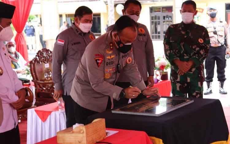 Kapolda Kalteng Irjen Pol Dedi Prasetyo resmikan SPKTD dan Aplikasi Lapat Polres Kobar, Rabu, 15 September 2021.