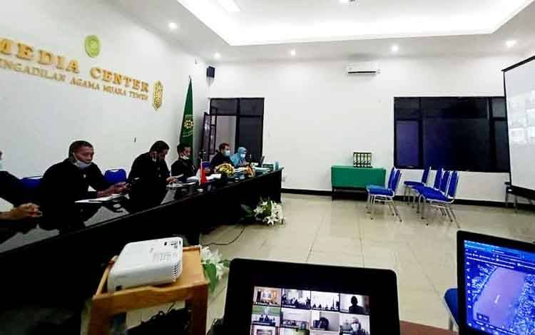 engadilan Agama Muara Teweh mengikuti rapat zoom meeting yang diikuti oleh pimpinan dari 11 Pengadilan Agama induk seluruh Indonesia.