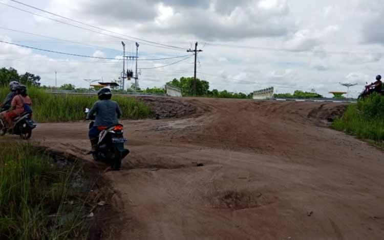 Warga Desa Saka Lagun berharap pemerintah bisa memperbaiki jalan desa ke wilayah Banama Tingang.