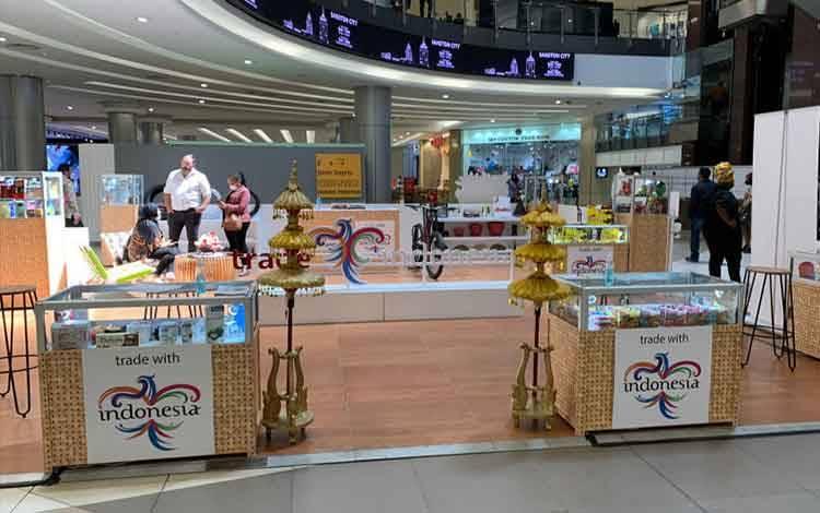 ITPC Johannesburg dan KBRI Pretoria menampilkan dan mempromosikan produk Indonesia di salah satu mal terbesar di Afrika Selatan, Sandton City, dengan mengadakan in-store promotion selama sepekan pada 1420 September. (ANTARA/HO-KBRI Pretoria)