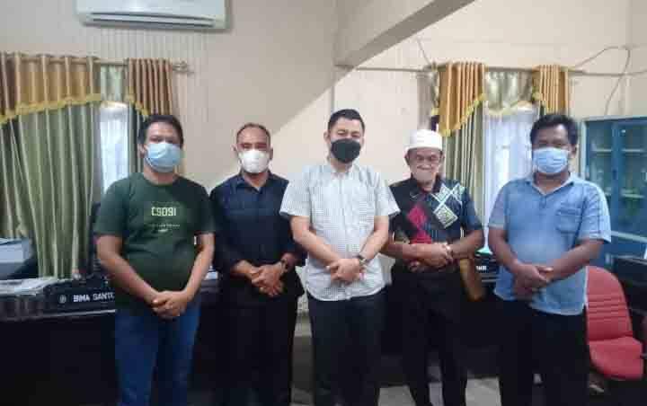 Warga Dusun Sulu Bakung, Desa Natai Baru, Kecamatan Mentaya Hilir Utara (MHU) mendatangi DPRD Kotawaringin Timur menyampaikan berbagai permasalahan dengan PBS setempat.