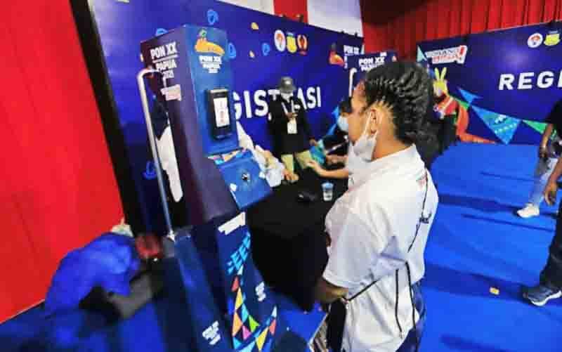 Aktivasi ID Card peserta PON Papua melalui teknologi face recognition yang disimulasikan di Stadion Barnabas Youwe, Jayapura, Sabtu (18/9/2021). (foto : ANTARA/HO-gerakita.com)