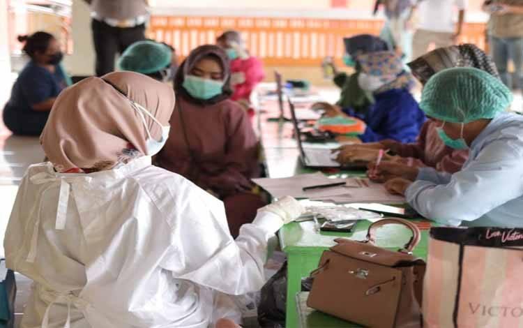 Pelaksanaan vaksinasi covid-19 di Masjid Nurul Falah