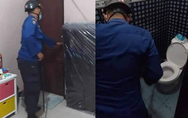 Petugas Disdamkarmat Kotim mengobservasi laporan dugaan keberadaan ular dalam kloset warga di Jalan Tidar II, Baamang Barta, Kecamatan Baamang, Sampit, Kotawaringin Timur