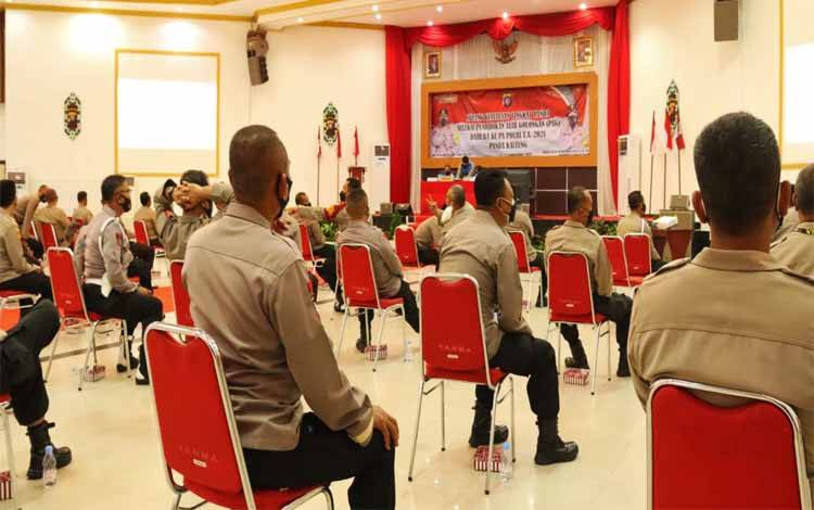 Peserta Bintara Tinggi Polda Kalteng saat mengikuti seleksi Pendidikan Alih Golongan dari Bintara ke Perwira