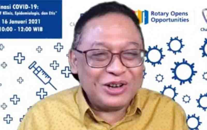 """Ahli Pandemiologi Fakultas Kesehatan Masyarakat Universitas Indonesia Prof. dr. Pandu Riono, MPH, Ph.D. saat menjadi narasumber webiner bertema """"Vaksinasi COVID19 : Perspektif Klinis, Epidemiologis dan Etis"""" yang digelar Rotary Club of Surabaja dan Indonesia Bioethics Forum (IBF), Sabtu (16/1/2021). (FOTO : ANTARA/Abdul Hakim)"""