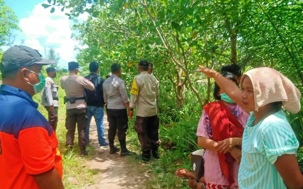 Suasana TKP ditemukannya Korban di kebunnya Jalan Dulin Kandang, Kecamatan Sebangau