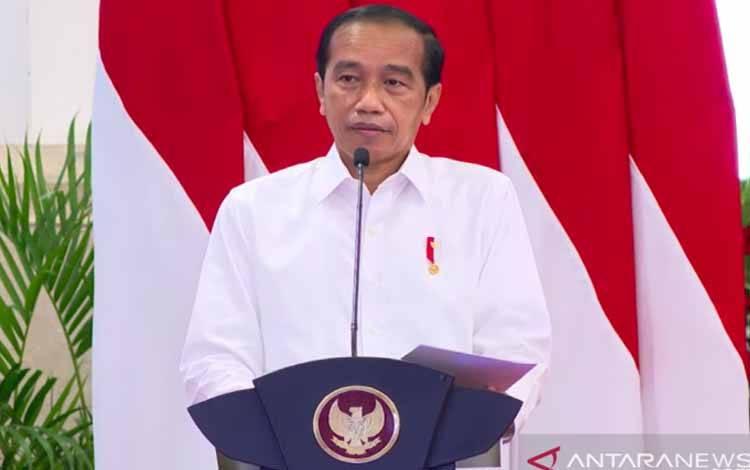 Presiden Jokowi memberikan pengarahan kepada peserta Program PPRA LXII dan PPSA XXIII 2021 Lembaga Ketahanan Nasional di Istana Negara, Jakarta, Rabu (13/10/2021)