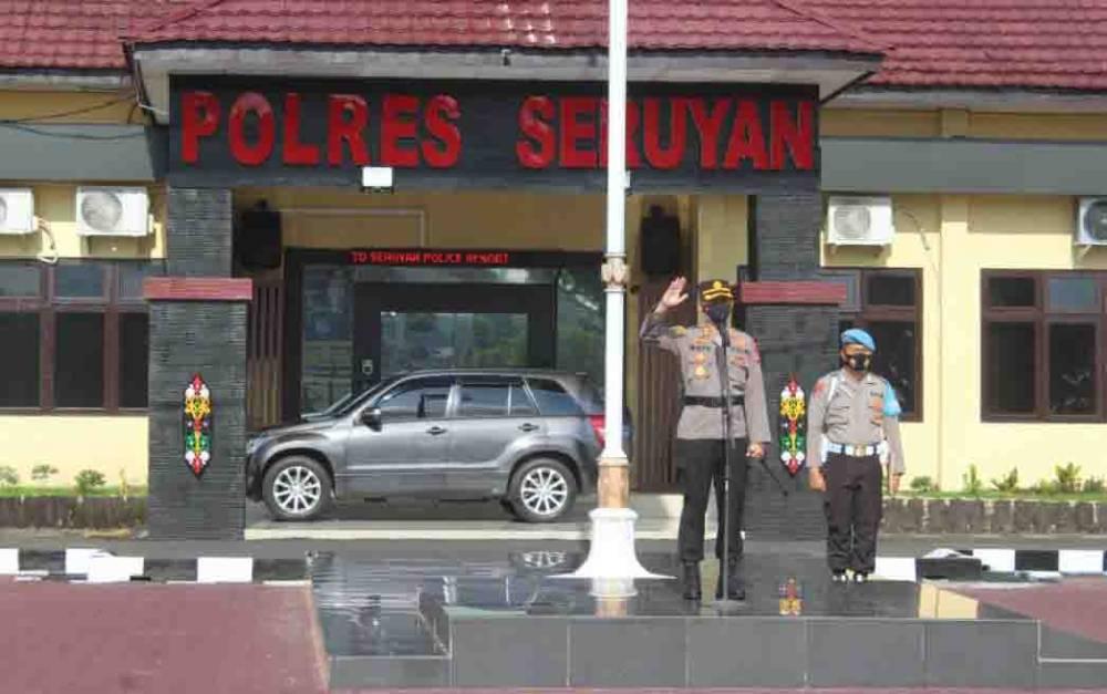 Kapolres Seruyan AKBP Bayu Wicaksono, saat memberi arahan kepada jajarannya.