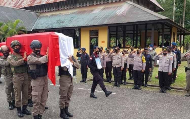Upacara pelepasan jenazah dua personel Brimob Kalsel di Kabupaten Mimika, Papua