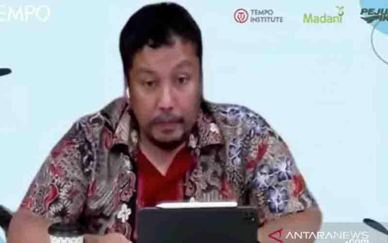 Direktur Pengairan dan Irigasi Badan Perencanaan Pembangunan Nasional (Bappenas) Abdul Malik Sadat Idris berbicara dalam Diskusi Publik virtual Perubahan Iklim dan Ancaman Tenggelamnya Pesisir Jawa di Jakarta, Kamis (14/10/2021). (foto : ANTARA/Martha Herlinawati Simanjuntak)