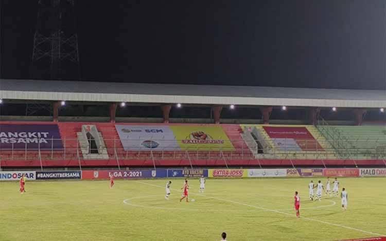 Pertandingan Kalteng Putra saat melawan Persewar Waropen pada laga kedua Senin lalu