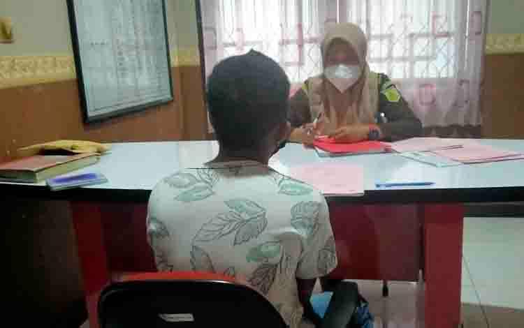 Pulang Kerja Singgah ke Rumah Teman Paksa Istri Rekan untuk Berhubungan Badan