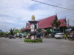 Pasar Indra Sari, di jantung Kota Pangkalan Bun, Kotawaringin Barat, Kalimantan Tengah. Pasar di Kelurahan Baru, Kecamatan Arut Selatan itu, terbakar hebat 16 Agustus 2013.