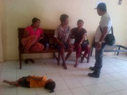 KELUARGA UMOI: Keluarga Umoi dan Kepala Desa Ampar, Suyadhi di Mapolres Lamandau, Rabu (25/2) kemarin.