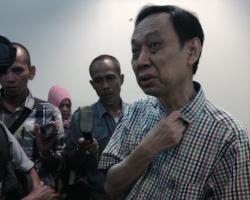 menjelaskan: Dokter dari RS Soetomo Surabaya menjelaskan kondisi bayi kembar siam asal Batola.