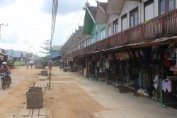 KONDISI JALAN DI KUALA KUAYAN: Tampak kondisi jalan di Kuala Kuayan Kecamatan Mentaya Hulu yang berdebu. Pemkab janji akan mengaspal jalan di wilayah itu.
