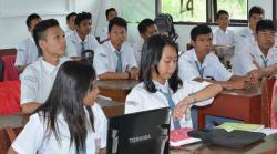 BELAJAR : Menjelang UN semua siswa SMA sederajat di Kota Palangka Raya rajin belajar.