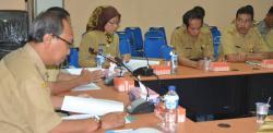 RAPAT : Wakil Walikota Palangka Raya, Mofit Saptono Subagio memimpin rapat bersama kepala SKPD beberapa waktu lalau. Kabarnya dalam Minggu ini walikota akan melakukan pelantikan besar-besaran kepada pejabat eselon II, III, dan IV.