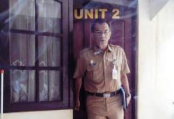 USAI DIPERIKSA : Kepala Dinas Kehutanan dan Perkebunan Kabupaten Kotim, Sanggul Lumban Gaol saat keluar dari Unit II Polres Kotim, usai menjalani pemeriksaan oleh Polda Kalteng, Rabu (4/3)