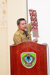 KONPRES: Bupati Seruyan, Sudarsono saat konferensi pers di aula rumah jabatan bupati, Rabu (4/3)