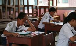 UJIAN NASIONAL : Siswa di Kalimantan Tengah mengikuti ujian nasional, beberapa waktu lalu. Sementara itu, Dinas Pendidikan Barito Utara belum mengadakan tryout (uji coba) ujian nasional, karena menunggu petunjuk dari provinsi.