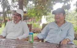 Haji Abdul Rasyid (kanan) bersama Direktur Utama PT Sawit Sumbermas Sarana Tbk., Vallauthan Subraminam.