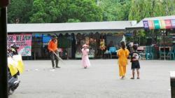 GEROBAK MAHAL: Sejumlah PKL di Taman Kota Tanjung, Kabupaten Tabalong, mengeluhkan harga gerobak dorong bantuan dari PT Adaro Indonesia yang dijual oleh Dinas Pasar dengan harga Rp7 juta per unit.