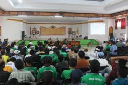 MEDIASI: Suasana mediasi antara masyarakat dari Koperasi Perjuangan dan Forum Masyarakat Lamandau untuk Transparansi dan Kedaulatan (Formalik) dengan empat perusahaan kelapa sawit besar, Kamis (26/3) kemarin.
