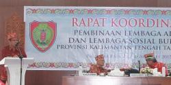 RAKOR : Sekdaprov Kalteng, Siun Jarias membuka Rakor Pembinaan Lembaga Adat dan Lembaga Sosial Budaya, Kamis (26/3)