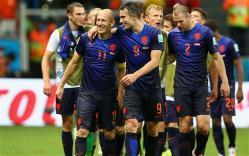 TANPA PILAR UTAMA: Belanda yang akan menjamu Turki dalam laga lanjutan Kualifikasi Piala Eropa 2016 di Amsterdam Arena, Minggu (29/3) pukul 02.45 WIB, dipastikan kehilangan tiga pilar utama lantaran cedera. Mereka yakni Robin Van Persie, Arjen Robben, dan Ron Vlaar.