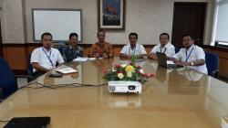 PERTEMUAN : Wakil Bupati Seruyan Yulhaidir saat bertemu dengan para petinggi PLN Wilayah Kalselteng untuk membiacarakan masalah kebutuhan listrik di Seruyan, belum lama ini di Banjarbaru.