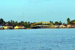 JEMBATAN CUKAI : Jembatan di kawasan darmaga cukai atau yang lazim disebut Jembatan Cukai di Kelurahan Bereng, Pulang Pisau hanya sementara.