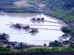 AKTIVITAS TAMBANG: Kawasan tambang milik salah satu perusahaan pertambangan batubara yang beroperasi di Kabupaten Barito Timur. DPRD Bartim mengimbau kepada seluruh investor untuk membina hubungan harmonis dengan turut mendukung percepatan pembangunan daerah.