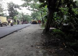 PERBAIKAN JALAN: TPS bak kontainer di Jl Pemuda ditiadakan lagi akibat adanya rehabilitasi ruas jalan di kawasan tersebut. Kondisi ini mengakibatkan sejumlah warga membuang sampah di sungai tersebut.