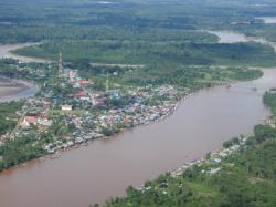 TERCEMAR : Aliran Sungai Katingan saat diabadikan dari udara. Air sungai ini mulai tercemar ringan dengan kandungan kimia berbahaya seperti merkuri, besi dan mangan.