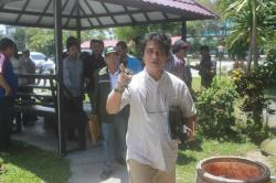 MELAPORKAN : Kuasa hukum M Jalaludin, Rahmadi G Lentam melaporkan kasus dugaan ijazah palsu STAI Kapuas ke Polda Kalteng, Jumat (27/3)