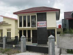 PENIPUAN: Tampak Kantor PT Yasri Jernia Indah (YJI) di Jalan Tjilik Riwut, RT 19, Kelurahan Madurejo, Pangkalan Bun tepatnya di lokasi Perumahan Grand Lifi yang bermasalah.