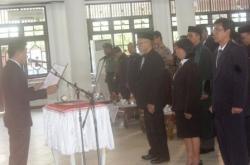 MELANTIK PEJABAT : Bupati Kotim Supian Hadi ketika melantik pejabat di Gedung Serbaguna Sampit, Selasa (31/3). Pelantikan pejabat yang dilakukan kemarin merupakan yang kelima kalinya selama ia memimpin lima tahun berjalan ini.