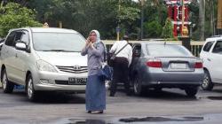 RIRIN ROSYANA : Ririn Rosyana ketika masih berada di Polres Kotim, sesaat sebelum yang bersangkutan diserahkan ke Kejaksaan Negeri Sampit, Senin (30/3).