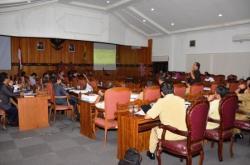 PEMBAHASAN ANGGARAN : Anggota DPRD Kotim bersama tim anggaran pemkab setempat saat melakukan pembahasan anggaran dan program pembangunan daerah, beberapa waktu lalu.