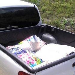 BERAS SUAP: Nampak sejumlah karung berisi beras di letakan di atas mobil milik PT BGA, beberapa hari lalu. Beras ini diberikan untuk barter PHK karyawan.