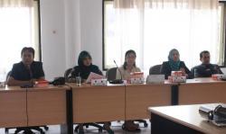 RAPAT : Banmus DPRD Palangka Raya menggelar rapat untuk memutuskan agar ada rapat lanjutan berupa 'klarifikasi pemerintah kota terhadap Perda Nomor 1 Tahun 2015, Selasa (14/4)
