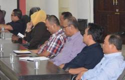IKUT SIDANG : Para tenaga ahli DPRD Kota Palangka Raya selalu ikut sidang paripurna.