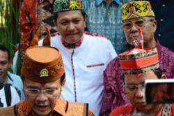 BORNEO EXPO : Difriadi Darjad (belakang kiri) bersama Gubernur Kalteng Agustin Teras Narang pada suatu acara Borneo Expo di Jakarta 2014.